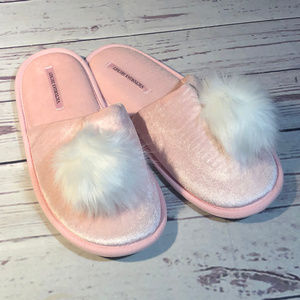 Victori's Secret pink house slippers NWT Large